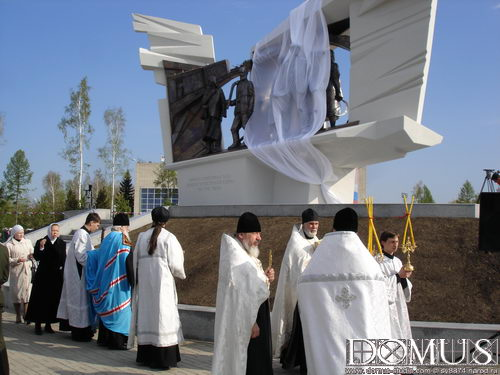 Consecration of monument before opening