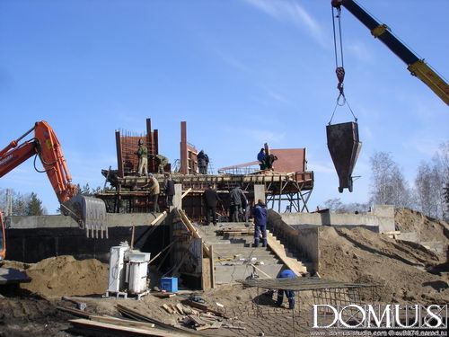 Installation of formwork for the foundations of the monument